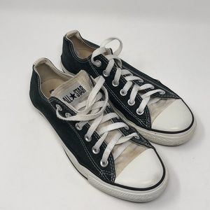 Make me an offer on these Converse Tennis shoes 8